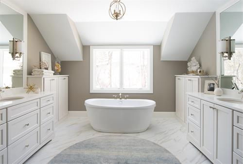 A Soothing Master Bath