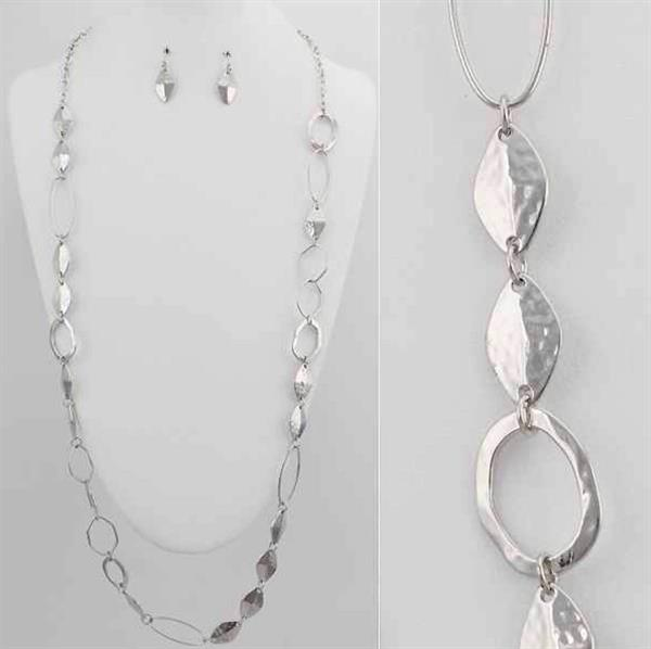 Link hammered Chain Necklace & Earring Set. $8.00
