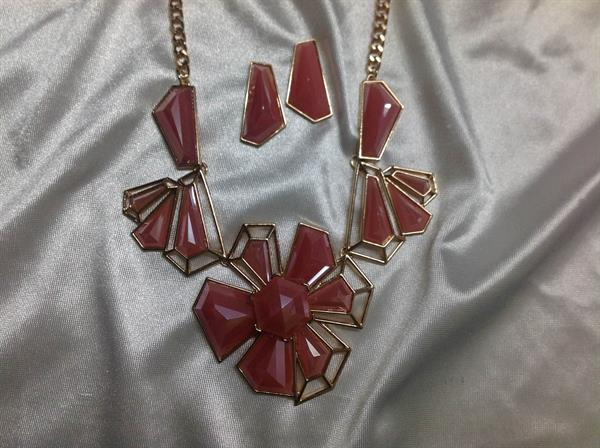 "20"" Gold chain with Pink Flower Neck & ER Set.  $9.00"