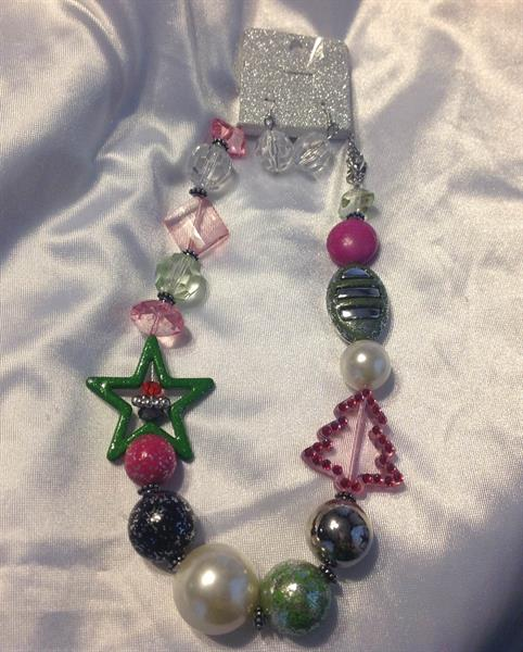 UINERFNE2603RHMT  CHRISTMAS NECKLACE AND EARRING SET $10.00