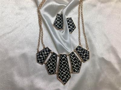 "19"" Gold chain with Blk & White Check neck & ER Set.  $9.00"