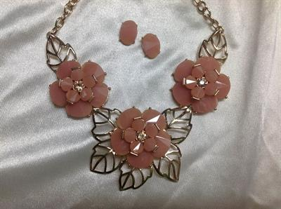 "20"" Gold chain with 3 pink Flower Neck & ER Set.  $8.00"