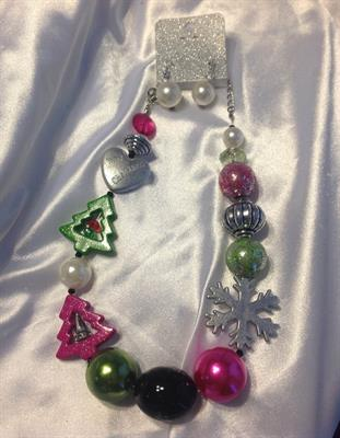 UINERFNE2597RHMT CHRISTMAS NECKLACE AND EARRING SET $10.00