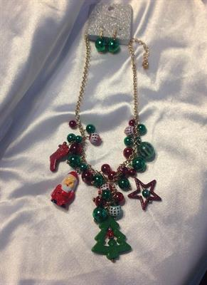 UINERFNE4255GDMT  CHRISTMAS NECKLACE AND EARRING SET  $10.00