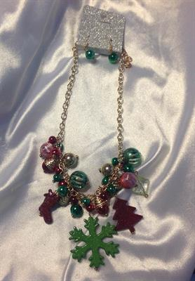UINERFNE4257GDMT  CHRISTMAS NECKLACE AND EARRING SET  $10.00