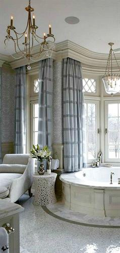 Gallery Image Circle_tub_grey_curtains.jpg
