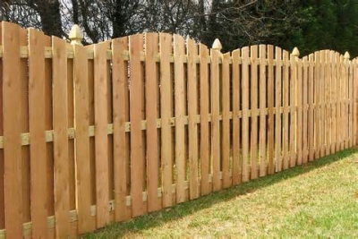 HSB Wood Fence w/arched topper