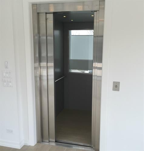 Home Elevator with auto sliding doors