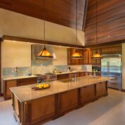 Gallery Image upper_long_shot_kitchen.jpg