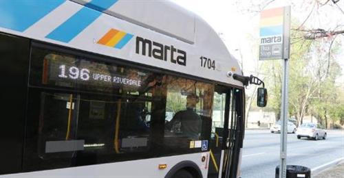 Gallery Image MARTA_Bus_at_Bus_Stop.JPG
