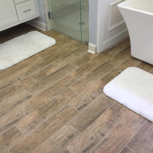 Gallery Image wood-look-tile-in-bathroom.jpg