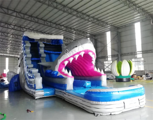 Jaws Attacks! - 36' long and 18' tall Double Lane