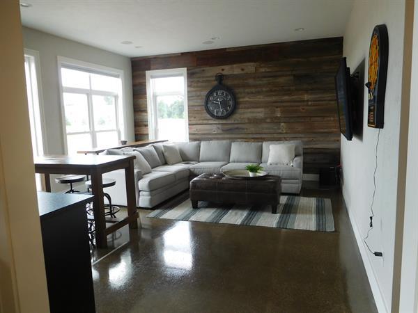Can with Barn Board Accent Wall