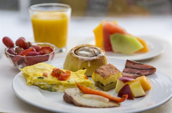 Hot buffet breakfast is included in all rates.