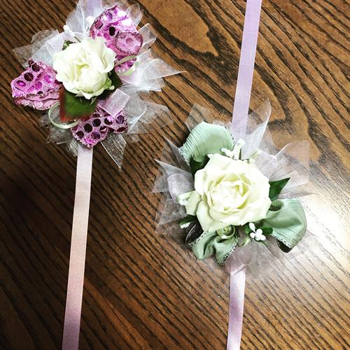 Petite corsages for Father/Daughter Dances, Flower girls, Quincerasñera or Cotillion.