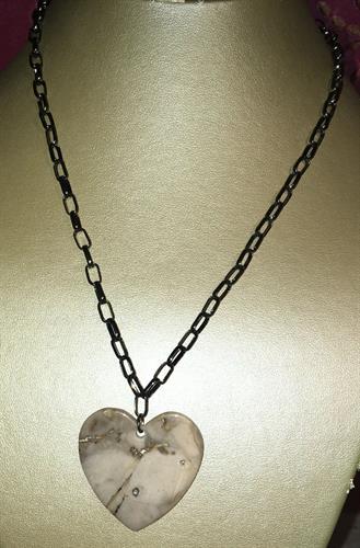 Agate Heart/Gun Metal Chain