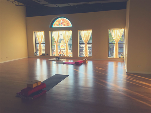 Plenty of beautiful natural light to wash over your practice