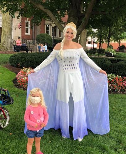 Elsa from Frozen 2 at the La Grange Farmers Market