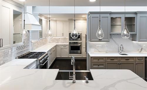 Gallery Image Quartz_White_Grey_Kitchen.jpg