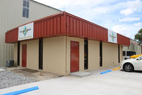 Gallery Image Stone_Outlet_Office_Exterior.jpg