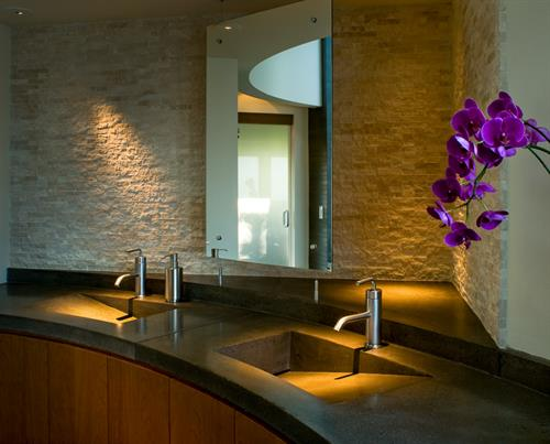Substantial and delicate mixed master bath