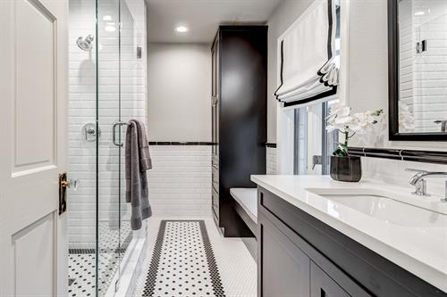 Black & White Bathroom Remodel in Dallas