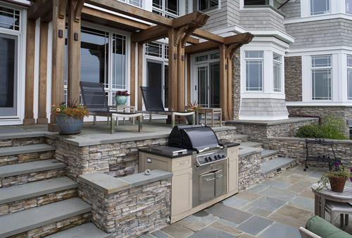 Gallery Image ES_Stacked-Stone_Nantucket_Ext_Carr-Residence_bbq.jpg