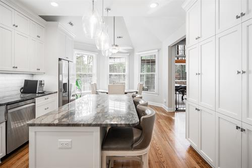 Add contrast by selecting exotic stone counter tops.