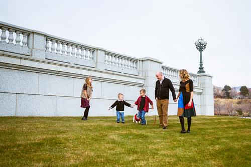 Gallery Image POCARO_slc_statecapitol_lifestyle_photography_family_portrait_002.jpg