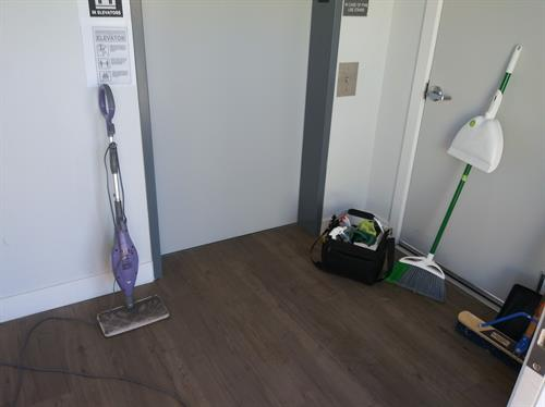 Gallery Image janitorial_pic.jpeg