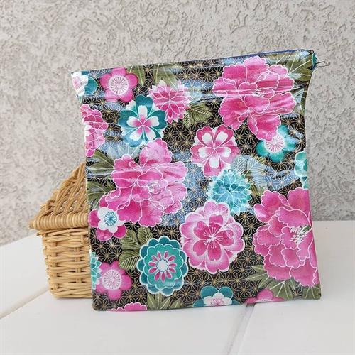 Reusable snack bag with velcro closure