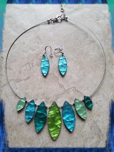 the-rave'n-image-origin-shell-resin-fair-trade-necklace-moab-utah-the-raven-image