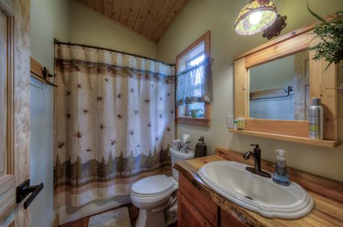 The cabin include full bathrooms (tub/shower combo), quality fixtures, Tiffany lighting, plush towels, and basic toiletries.