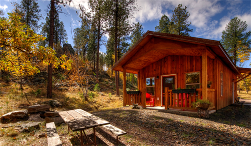 Yak Ridge cabins are located in a peaceful 10-acre mountain setting, yet on 3/4 mile from Highway 16
