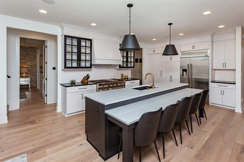 Black and White Kitchen with Professional Apppliances
