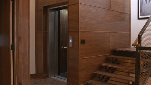 Residential Elevator with Automatic Sliding Doors