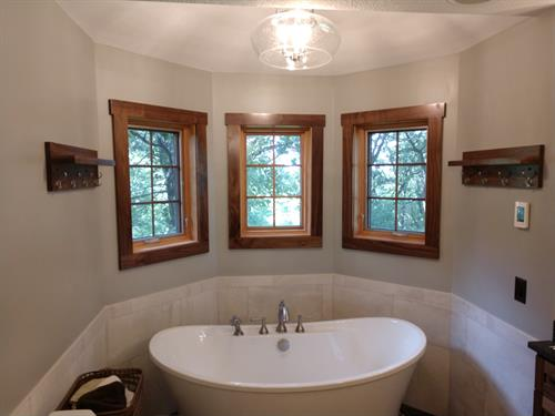 Unique Master Bath w/Soaking Tub