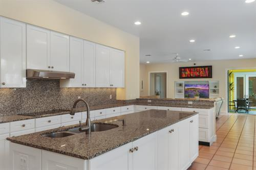 Gallery Image HDR_Kitchen_Island_2.jpg