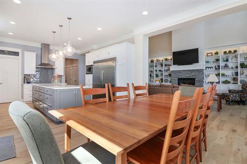 Gallery Image Dinning_room._Kitchen._Living_room.jpg