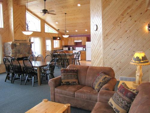 Deluxe northwoods cabins with amazing views of Lake Shamineau!