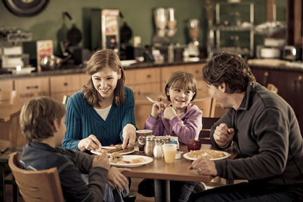 Gallery Image Family_Breakfast-72dpi.jpg