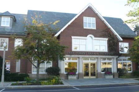 Downtown Lake Forest bank location