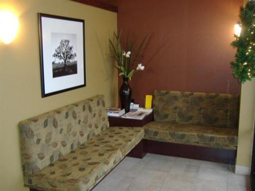 Gallery Image Salons%20For%20You_Lobby.JPG