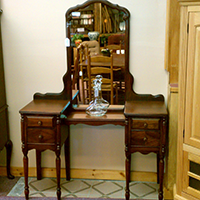 Victorian Vanity w/Mirror
