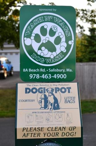Wash N' Wags is a proud sponsor of the Newburyport Off Leash Program.