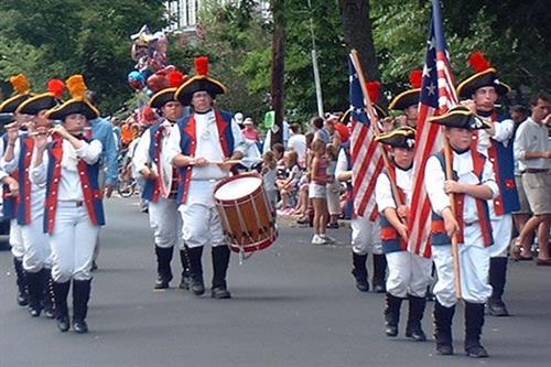Gallery Image yankee_homecoming_parade_newburyport_fife_drum.jpg
