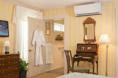 Private baths & luxury amenties