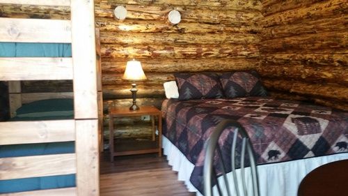 Cabins fully furnished with linens