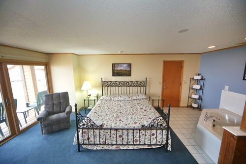 King bed & hot tub, fireplace suite #31