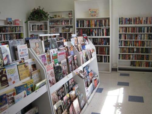 Gallery Image booksthriftstore%20(2).jpg